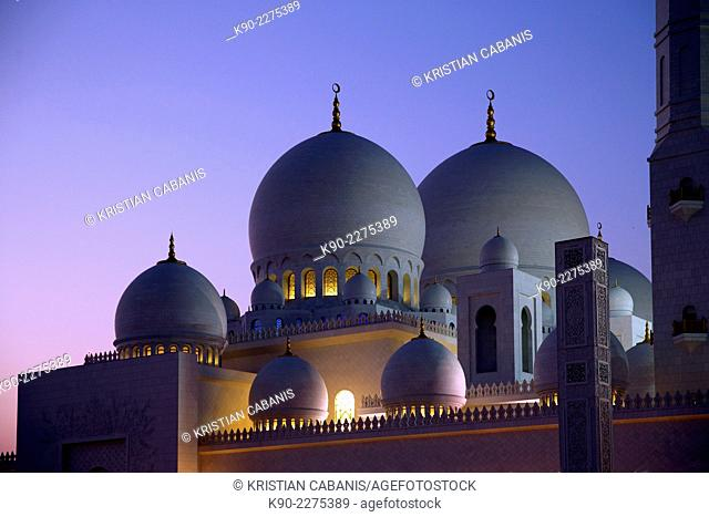 Minarets and domes of Sheik Zayed Grand Mosque, Abu Dhabi, United Arab Emirates, Asia