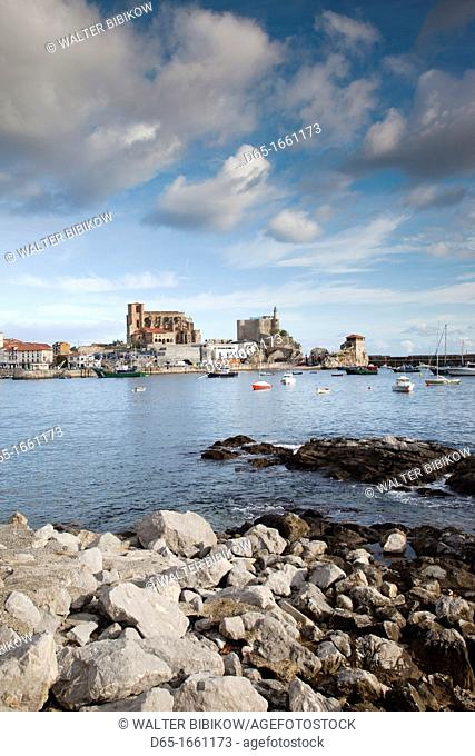 Spain, Cantabria Region, Cantabria Province, Castro-Urdiales, view of town and harbor