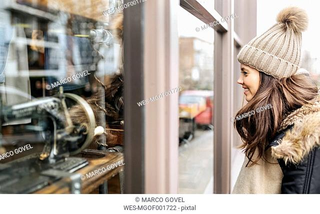 UK, London, Notting Hill, young woman looking at window display