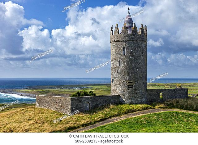 The 17th Century Doonagore Castle, a 16th Century tower house overlooking the village of Ballaghaline and the Atlantic Ocean. Doonagore, Co