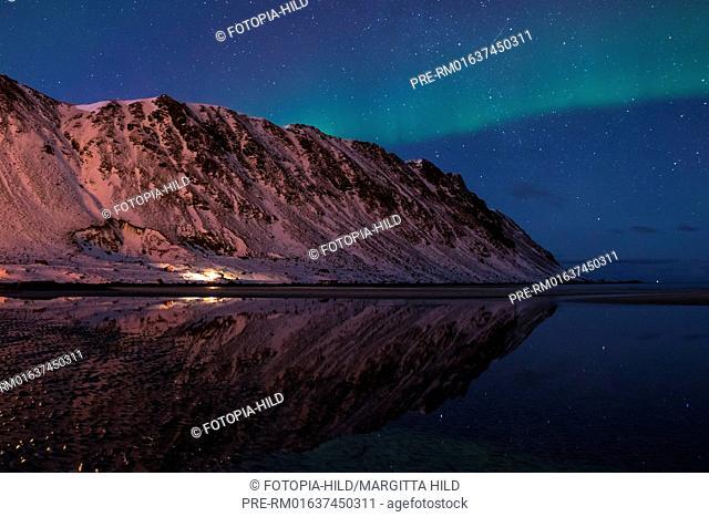 Aurora borealis at Yttersand, Moskenesøya, Lofoten, Nordland, Norway, March 2017, looking north / Aurora borealis in Yttersand, Moskenesøya, Lofoten, Nordland