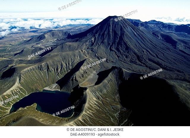 Upper Tama Lake and Mount Ngauruhoe, Central Plateau, Tongariro National Park (UNESCO World Heritage List, 1990), North Island, New Zealand