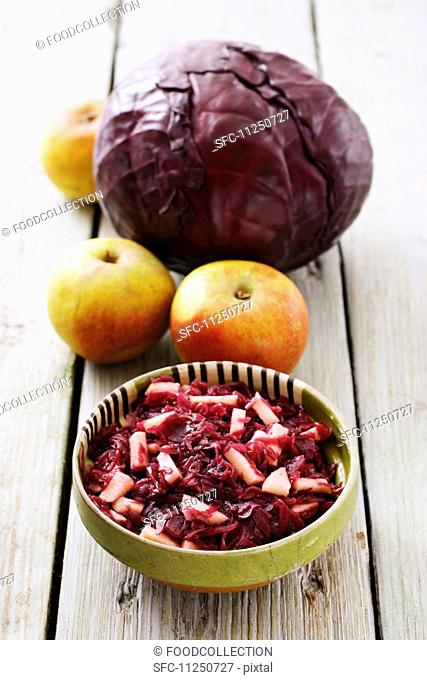 Apple-red cabbage and ingredients