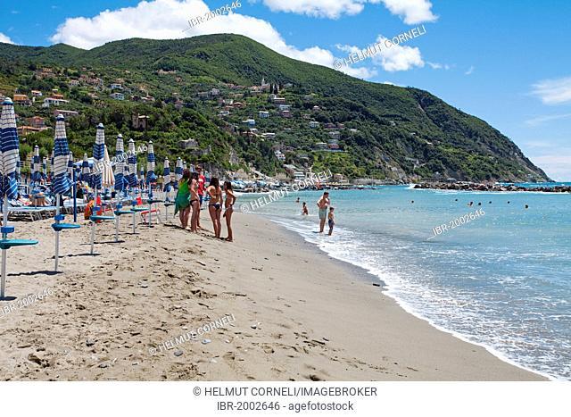 People at the beach, Moneglia, Genoa Province, Liguria, Italian Riviera or Riviera di Levante, Italy, Europe