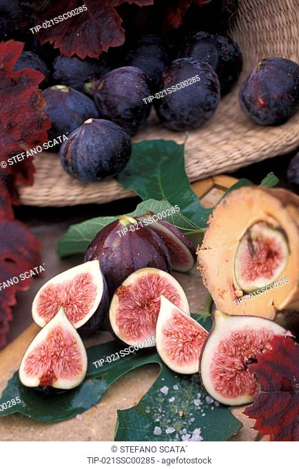 Cutted red figs