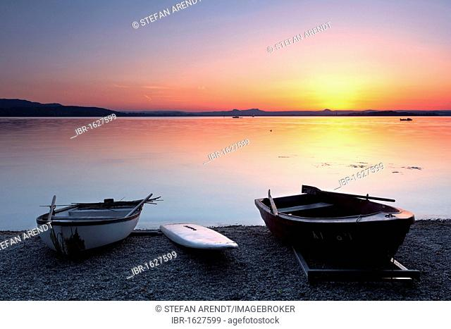 Boats on the lakeshore in the evening light after sunset, Reichenau Island, Lake Constance, Baden-Wuerttemberg, Germany, Europe