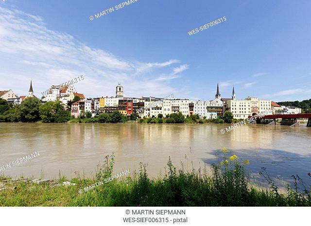 Germany, Bavaria, Upper Bavaria, Wasserburg am Inn, View to old town with Bruck gate and gate bridge, Inn river