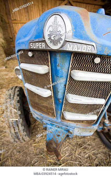 Tractor, old, oldtimer, barn, close-up