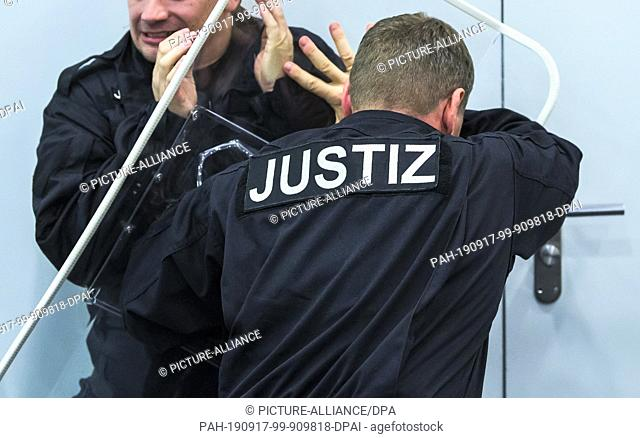 "16 September 2019, Rhineland-Palatinate, Mainz: The words """"Justice"""" can be seen during a demonstration at a press conference at the Ministry of Justice on an..."