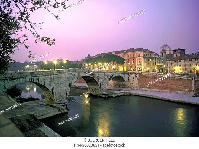 Bruecke ueber den Tiber, Rom , Italien