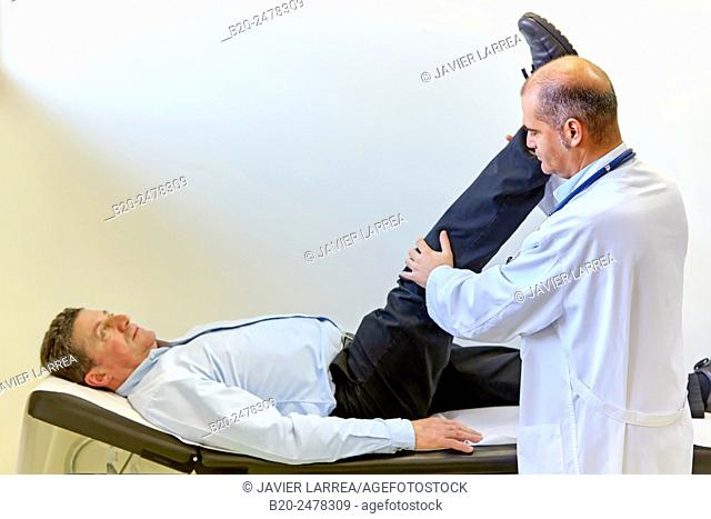 Doctor examining patient's leg and knee, Ambulatory Lezo, Gipuzkoa, Basque Country, Spain