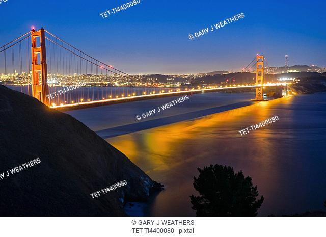 USA, California, Golden Gate Bridge at night