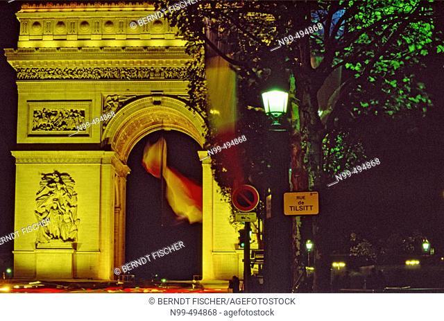 Place Charles de Gaulle. Arc de Triomphe. Day of the  end of world war I. Paris. France