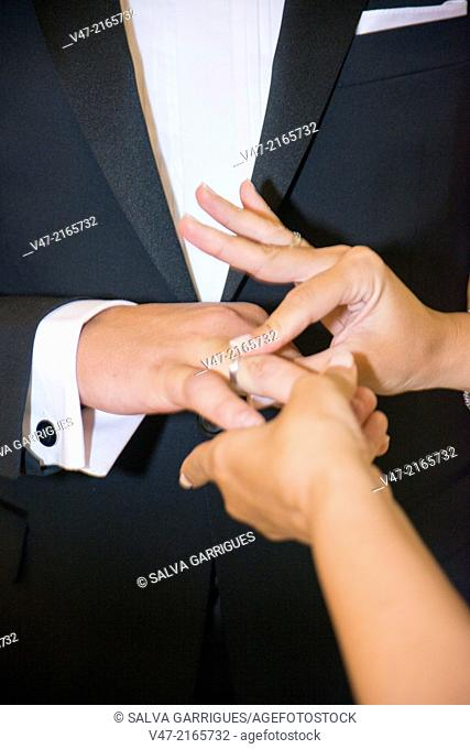 Time to marry, placing the wedding ring