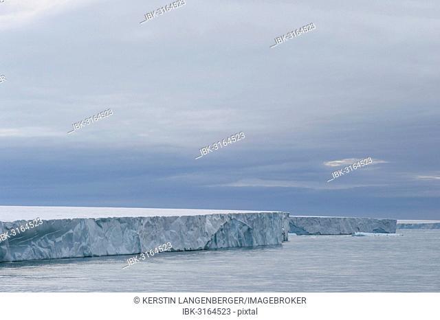 Bråsvellbreen, the longest glacier front in the northern hemisphere, Austfonna, Nordaustlandet, Svalbard Archipelago, Svalbard and Jan Mayen, Norway