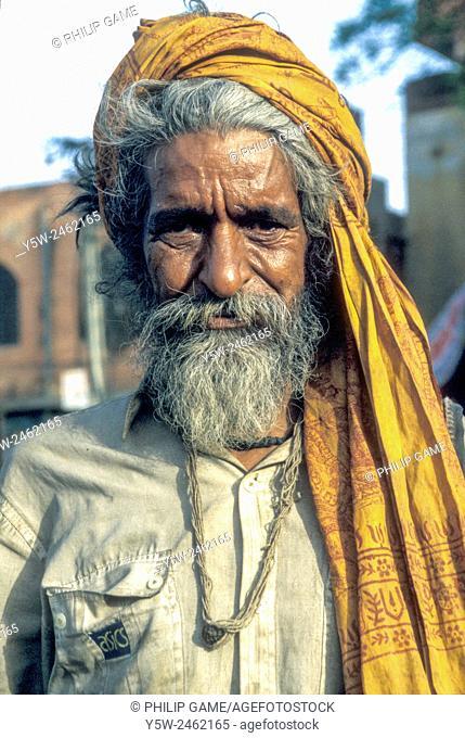 Wandering sadhu (Hindu holy man) in Jaipur, Rajasthan, India