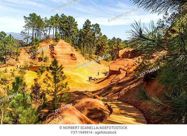 Europe, France, Vaucluse, Luberon. Roussillon. The ocher quarries