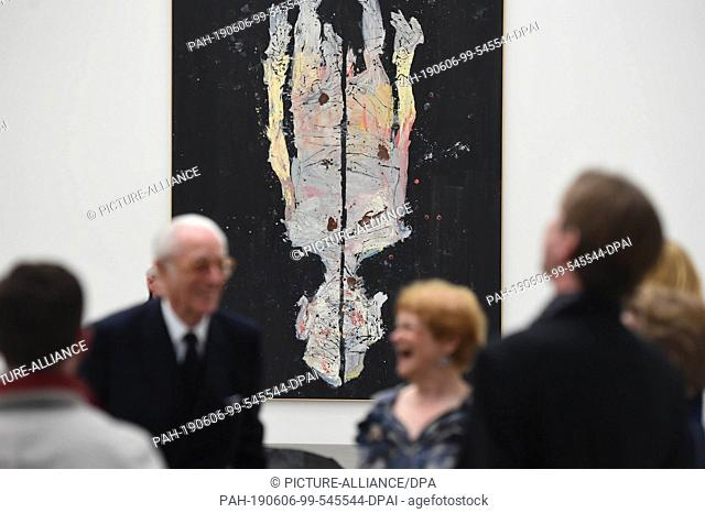 "06 June 2019, Bavaria, Munich: Guests stand in front of the painting """"Avignon ade, 2017"""" by Georg Baselitz in the Pinakothek der Moderne"