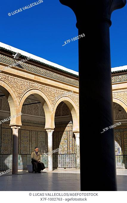 Tunez: Kairouan Zaouia Sidi Sahab  Here is the tomb of Abou Dhama companion of the prophet Mohammed