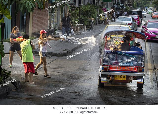 """Scenes of sympathetic """"""""attacks"""""""" of blessings with water through the streets of Bangkok during Songkran. Bangkok, Thailand, Asia"""