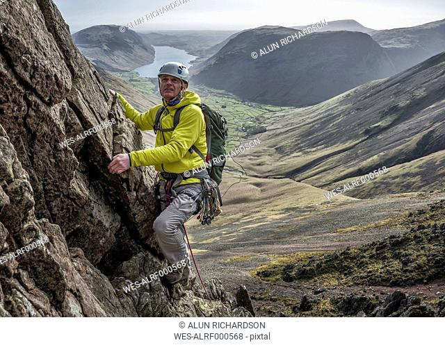 England, Cumbria, Lake District, Wasdale Valley, Napes Needle, climber