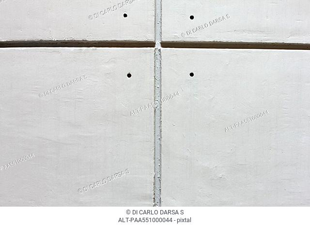 Detail of grooved concrete wall