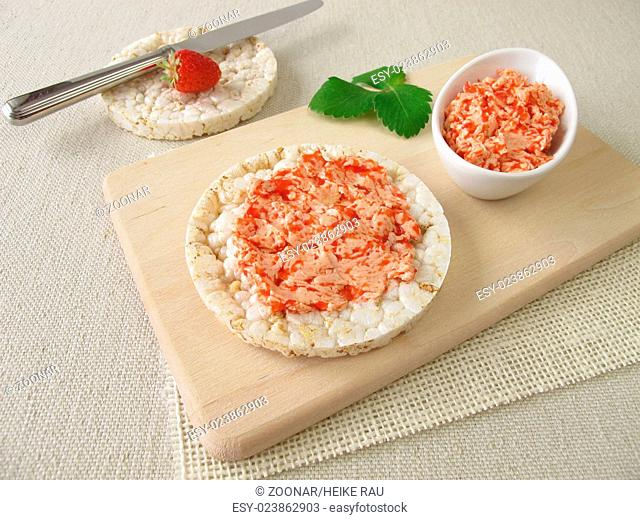 Puffed rice cakes with strawberry butter