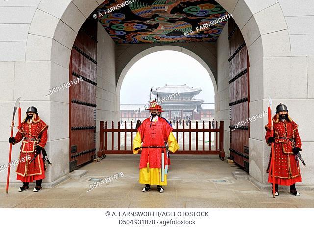 SEOUL SOUTH KOREA Gyeong Bok Gung Palace Changing of the guard Built 1395