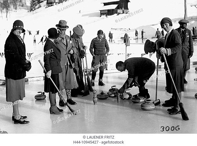 Switzerland, Europe, canton Bern, Bernese Oberland, Wengen, tourism, winter sports, Curling, ice rink, Englishman, historical, black and white, Scots, Scotsmen