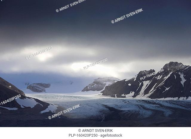 Gasbreen glacier along Gashamna / Goose Bay, Hornsund, Svalbard / Spitsbergen, Norway