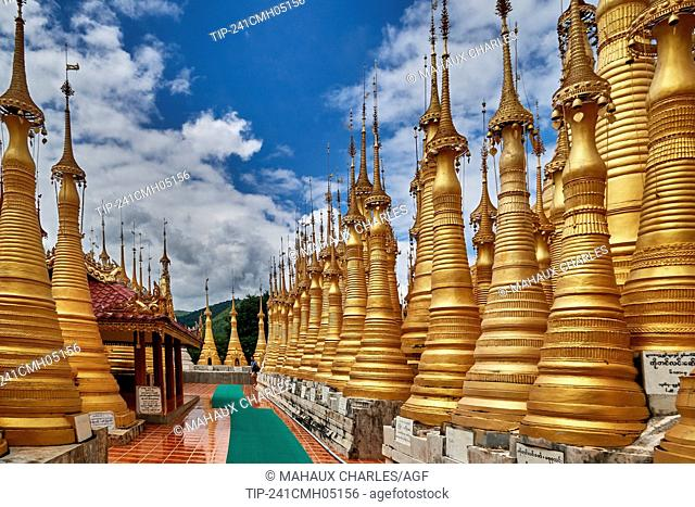 Asie; Myanmar,Shwe Indein pagoda complex on Inle Lake, Shan State; at Dain Khone Village