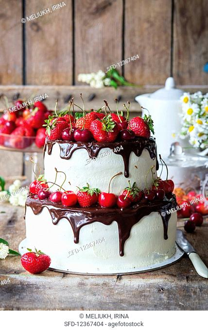 Buttercream cake with strawberry filling