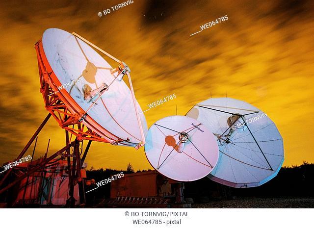 Satellite earth station, communication
