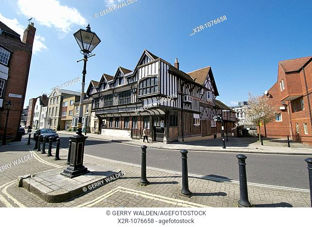 Tudor House stands on Bugle Street in Southampton, England Buit around 1492, Tudor House is arguably Southampton's most important historic building