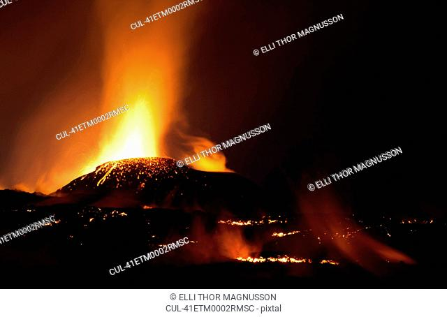 Fimmvorduhals erupting at night