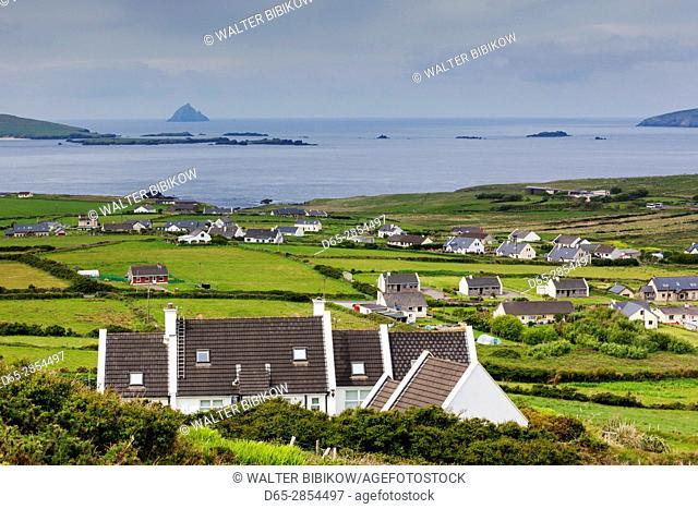 Ireland, County Kerry, Dingle Peninsula, Slea Head Drive, Dunquin, elevated landscape