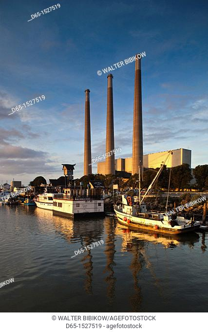 USA, California, Southern California, Morro Bay, harbor, dusk