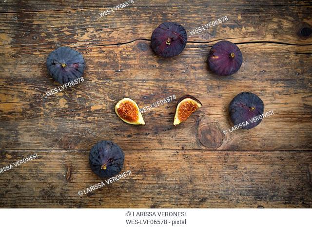 Organic figs on wood