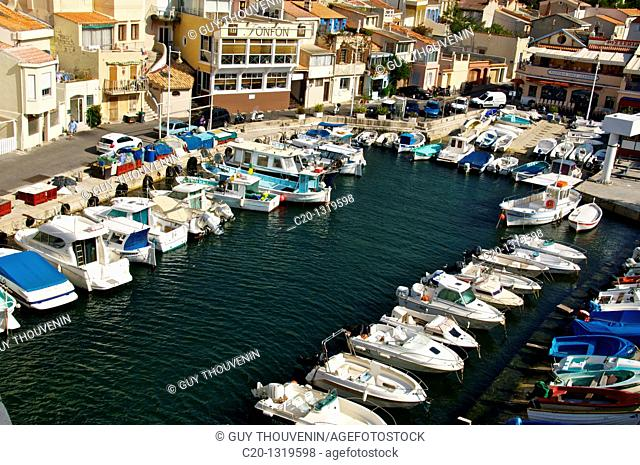 Typical harbour and houses of the Vallon des Auffes, coast road/corniche, Marseille, Bouches du Rhone, 13, France