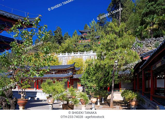 Sanqing hall view from Corridor of Yuyin pavilion, Mu family's mansion(Mu Fu), Old city of Lijiang, Yunnan Province, PRC