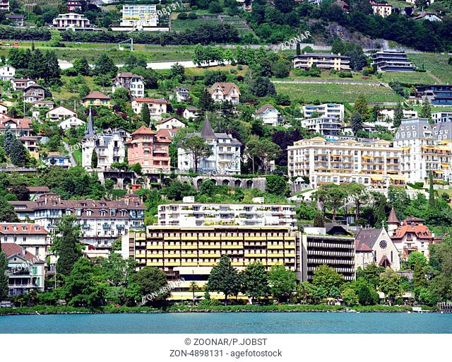 Das Panorama von Montreux wird u.a. geprägt vom Hotel Royal Plaza / The skyline of Momtreux is dominated of the Hotel Royal Plaza