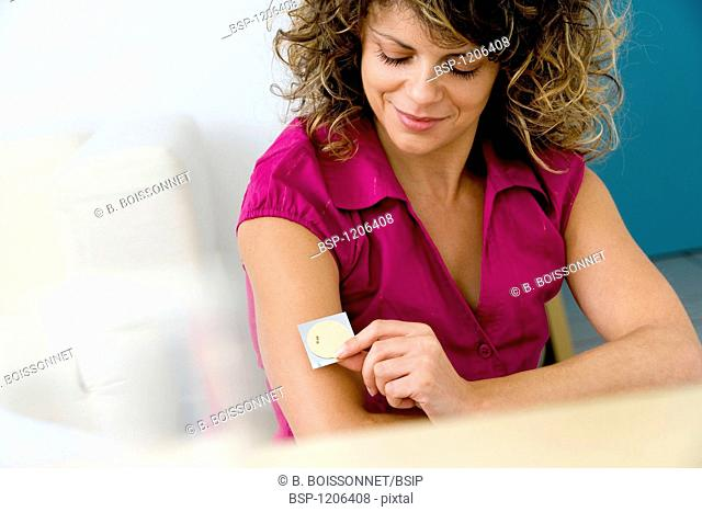 SMOKING TREATMENT WOMAN Anti-tobacco patch