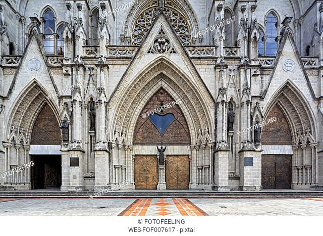 Ecuador, Quito, Basilica of the National Vow, entrance with statue of the pope