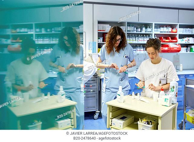 Nurses preparing medications, Nursing control, Hospital Donostia, San Sebastian, Basque Country, Spain