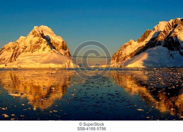 ANTARCTICA, ANTARCTIC PENINSULA, VIEW OF LEMAIRE CHANNEL, LANDSCAPE IN EVENING LIGHT