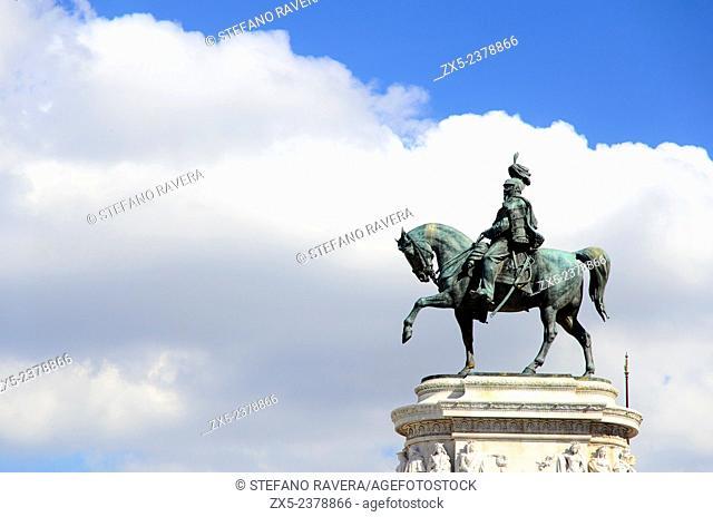 """Bronze statue of Vittorio Emanuele II at the """"""""Vittoriano"""""""" monument or Altare della Patria (Fatherland Altar) - Rome Italy"""