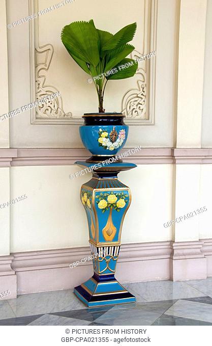 Thailand: Ceramic pot and stand on the entrance terrace, Abhisek Dusit Throne Hall, Vimanmek Mansion, Dusit Park, Bangkok