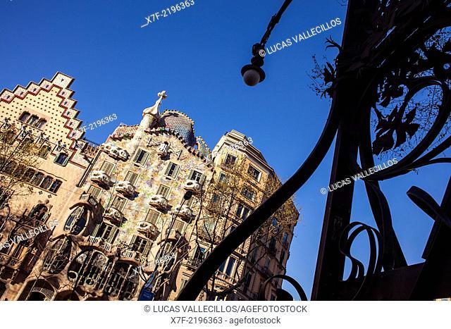 Passeig de Gracia, Amatller House (Puig i Cadafalch) and Batlló House (Gaudí) both in art nouveau style at the Passeig de Gràcia. Barcelona. Spain