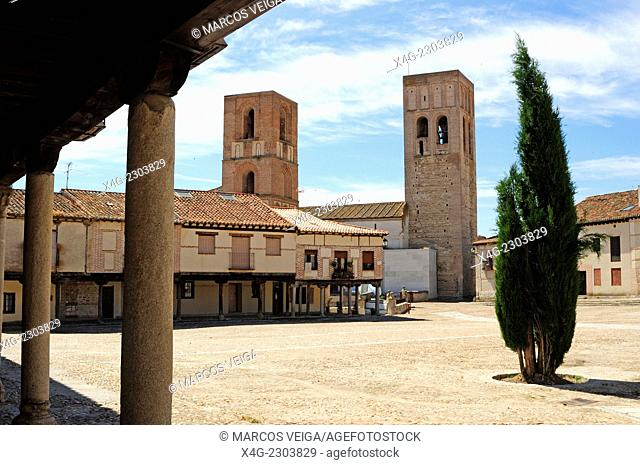 Plaza de la Villa and San Martin Church. Arevalo, Spain