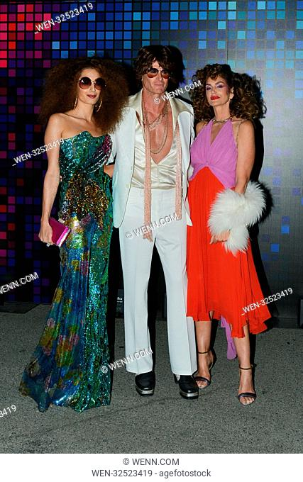 """Amal Clooney, Cindy Crawford And Rande Gerber Showing Their Disco Fashion At The """"""""Casamigos"""""""" Halloween Party In Hollywood"""